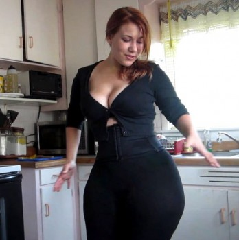 видео женщин с широкими
