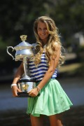 Виктория Азаренко, фото 209. Victoria Azarenka Posing with the Australian Open Trophy along the Yarra River in Melbourne - 29.01.2012, foto 209