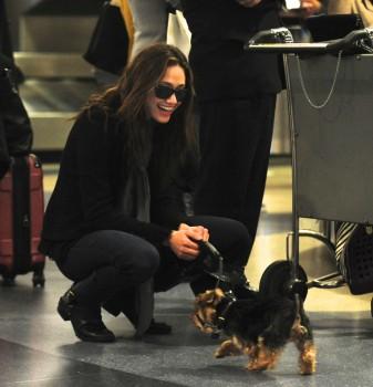 Эмми Россам, фото 3325. Emmy Rossum Looks Great with Her Dog LAX 2/17/12, foto 3325