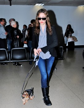 Эмми Россам, фото 3310. Emmy Rossum Looks Great with Her Dog LAX 2/17/12, foto 3310