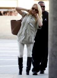 Памела Андерсон, фото 4968. Pamela Anderson makes her way through the LAX airport Los Angeles, february 28, foto 4968