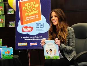 Кейт Бэкинсэйл, фото 8604. Kate Beckinsale The Nestle Share the Joy of Reading Program in LA, 01.03.2012, foto 8604