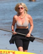 Рэйчел Хантер, фото 422. Rachel Hunter at a Malibu beach - 04/03/12, foto 422