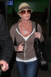 Джэйми Прессли, фото 1255. Jaime Pressly at LAX after flying in from Cancun, March 6, foto 1255