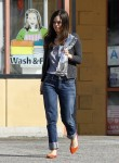Рейчел Билсон, фото 8405. Rachel Bilson - drops by a liquor store in Los Feliz, March 7, foto 8405