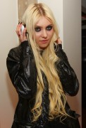 Taylor Momsen at Nellcote in Chicago 29th March x17