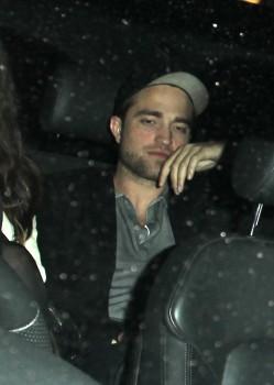 15 Mayo - Robert si pasó su cumpleaños con Kristen. Caa0ea190342716